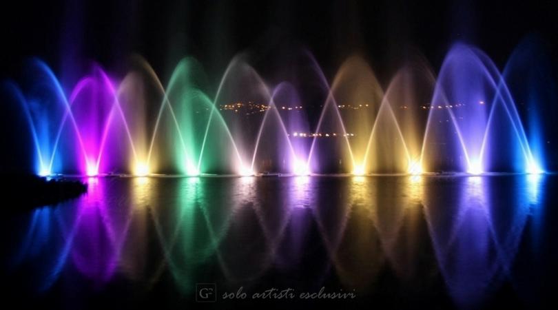 Fontane danzanti di acqua e fuoco